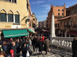ヴェネチアの人混み.jpg