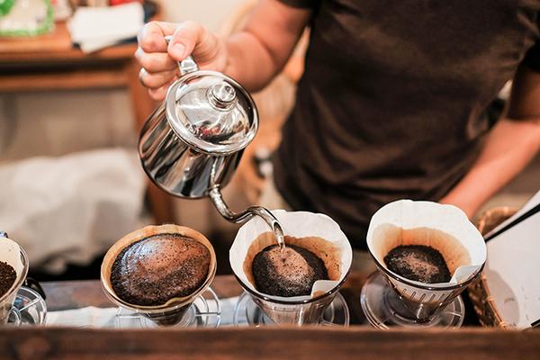 フレンチプレスや急須など豊富にあるコーヒーを淹れる道具一式をご紹介!サムネイル