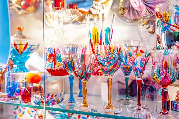 鮮やかで美しいベネチアングラスの魅力とは?徹底解説!サムネイル